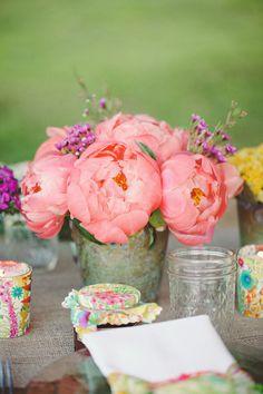 pink peonies / weddingchicks