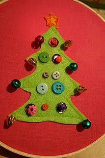 Simple sewing project for kids from @PinkNGreenMama : button Christmas trees