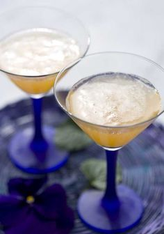 Drinks/Juomat: Sparkling wine and cloudberry juice/Lakkapore