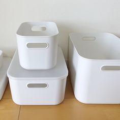 100均セリアの新商品「ライナケース(ライナーケース)」の使い方や収納アイデア、活用法をブログでレポートします!サイズは全部で3種類あり、白い収納ケースです。軽量で使いやすく、棚や引き出し収納におすすめ。 Colorbox, Pantry Organization, Storage Solutions, Interior, Room, Home Decor, Organization Ideas, Good Ideas, Organizers