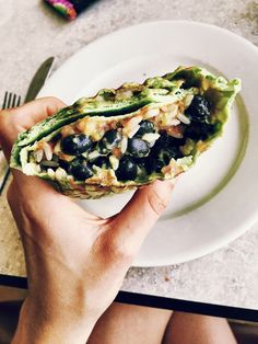 """championsaremade: """"This has either been lunch or dinner for me the last few days. It keeps me feeling satisfied and is so, so yummy and is packed with nutrients… Spinach wrap with black beans, brown. Wrap Recipes, Veggie Recipes, Burrito Recipes, Vegetarian Cooking, Vegetarian Recipes, Healthy Recipes, I Love Food, Good Food, Healthy Snacks"""