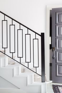 Interiors By Stone Textile // Huntcliff Drive Project – Stone Textile Steel Railing Design, Staircase Railing Design, Interior Stair Railing, Iron Stair Railing, Home Stairs Design, Stair Handrail, Wrought Iron Stairs, Banisters, Balcony Grill Design