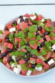 food_drink - FetaVesimelonisalaatti Raw Food Recipes, Salad Recipes, Vegetarian Recipes, Healthy Recipes, Ayurvedic Recipes, Watermelon Salad, Catering Food, Food Goals, Food Humor