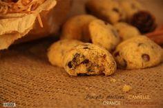 Des biscuits moelleux au délicieux goût de Noël! Cannelle, orange et chocolat : des parfums chauds et gourmands pour des biscuits réussis! A déguster avec un bon thé ou un chocolat chaud! Votre chocolat pour cette recette : les Pépites de Chocolat Noir KAOKA
