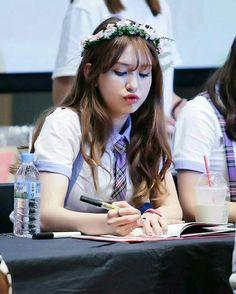 IOI-Somi South Korean Girls, Korean Girl Groups, Korean Celebrities, Celebs, Jeon Somi, Pretty Photos, Drawing People, Korean Singer, Kpop Girls