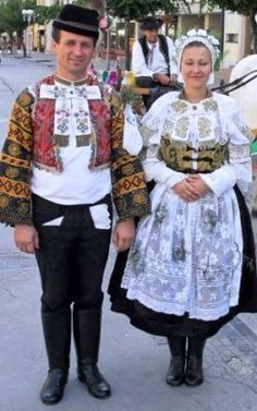 Slovak Folk Embroidery is generally viewed as the most important part of Slovak folk cultural heritage. Traditional Fashion, Traditional Dresses, Folk Embroidery, Indian Embroidery, Embroidery Ideas, Embroidery Stitches, Bratislava, Native American Wisdom, Art Populaire