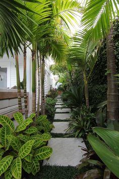 36 Amazing Tropical Garden Design Ideas Perfect For This Summer Tropical Garden Design, Backyard Garden Design, Garden Landscape Design, Tropical Gardens, Modern Landscape Design, Tropical Plants, Bali Garden, Balinese Garden, Garden Paths