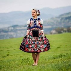 Slovak folk costume from Dobra Niva near town of Krupina Costumes Around The World, Beautiful Costumes, Love Fashion, Fashion Design, Folk Costume, Traditional Dresses, Dance Wear, Amazing People, How To Wear