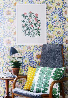 Gillar inte den typen av stol. Dessutom för mycket färg och mönster för min smak. Till vardagsrummet! Ska ha i nya huset. Så fruktansvärt vacker tapet!