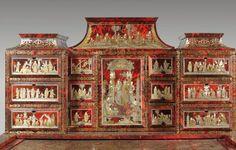 Bureau cabinet orné de scènes chinoises. Probablement Augsbourg, vers 1700. Hauteur: 147,5 cm - Largeur: 102 cm Profondeur: 61 cm. Photo Beaussant Lefèvre