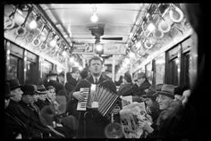 "Foto des amerikanischen Fotografen Walker Evans, aus dem Jahr 1938 mit dem Titel ""View Down Subway Car with Accordionist Performing in Aisle, New York City"". Wow would be amazing History Of Photography, Documentary Photography, Street Photography, White Photography, Photo Documentary, Inspiring Photography, Portrait Photography, Famous Street Photographers, Great Photographers"