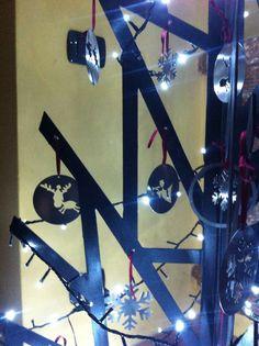 Decorazioni acciaio inox su albero in ferro