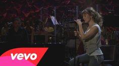 Thalía - Brindis (En Vivo)  walk up ceremony, guitar solo