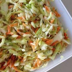 Wer einmal einen guten selbstgemachten Krautsalat gegessen hat, ißt nie wieder einen gekauften. Dieser hier ist unser absoluter Liebling u...