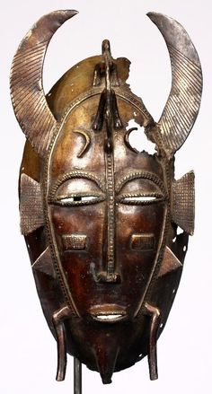Máscara Dyula de 25,5 cm de altura. Originaria del norte de Costa de Marfil.