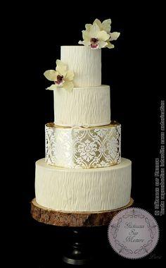 """Gold Wedding Cake (from <a href=""""https://www.gateauxsurmesure.com/picture.php?/437/category/15"""">Gateaux sur Mesure Paris - Formations Cake Design, Ateliers pâte à sucre, Wedding Cakes, Gateaux d'Exposition</a>)"""