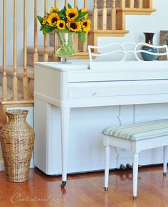 How to paint a piano. I am definitely doing this this spring! what a fun project :)