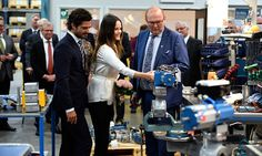 Carl and Sofia's afternoon continued with a trip to the manufacturing company AB Somas Ventiler. <br><br>Photo: © PA
