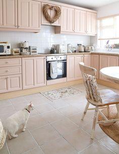 Pink Kitchen Cupboards, Pink Cabinets, Kitchen Cabinet Colors, Painting Kitchen Cabinets, Kitchen Paint, Home Decor Kitchen, Diy Kitchen, Kitchen Interior, Kitchen Design