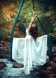 This photo is so elegant, but strong. Aerial silks works the core, balance, and upper body strength Aerial Hammock, Aerial Hoop, Aerial Arts, Aerial Acrobatics, Aerial Dance, Arial Silks, Silk Dancing, Circus Art, Circus Acrobat