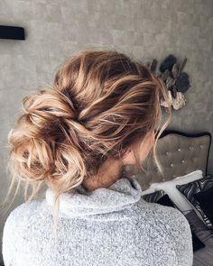 Beautiful updo wedding hairstyle #hairstyle #hairideas #hair #updo #upstyle #hairstyles #weddinghair #weddinghairstyle #messyupdo #bridalhair