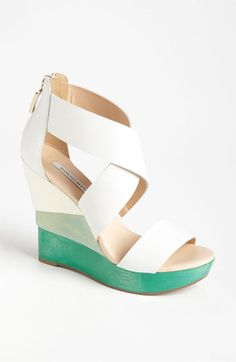 Green-white wedges