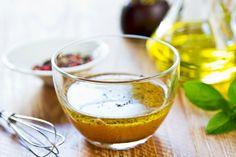 Este es el delicioso y tradicional aderezo para la típica ensalada griega. ¡Te encantará!