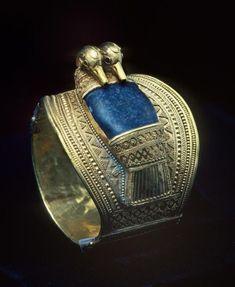egypt-museum: Bracelet of Ramesses II The. : egypt-museum: Bracelet of Ramesses II The solid gold bangle. Egypt Jewelry, Men's Jewelry, Antique Jewelry, Viking Jewelry, Jewellery, Silver Jewelry, Solid Gold Bangle, Gold Bangles, Gold Earrings