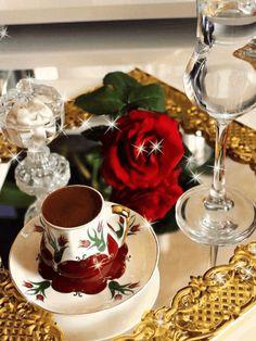Coffee and flowers Coffee Gif, I Love Coffee, Coffee Break, Coffee Cups, Chocolates, Good Morning Coffee, Breakfast Tea, Brown Coffee, Turkish Coffee