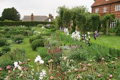 Considered by many to be the most influential female gardener in history, Gertrude Jekyll was known for her artistic eye, mix of formal and informal gardens, and collaborations with noted architects such as Sir Edwin Lutyens. Her work at Upton Grey, which was later restored by Rosamund Wallinger, is shown here.