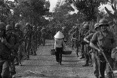 Vietnam 1968. Photographer Henri Huet.