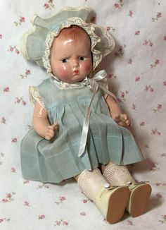 The Effective Pictures We Offer You About Doll clothes A quality picture can tell you many things. Old Dolls, Antique Dolls, Vintage Dolls, Big Baby Dolls, Baby Boomer Era, Effanbee Dolls, Doll Painting, Bear Doll, Creepy Dolls