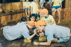 "Boy group WINNER is starting to win the hearts of the children on JTBC's ""Half-Moon Friends."" During the recent episode that aired on May 7, viewers can see the children start to open up to their idol group teachers. During their first outing together, WINNER enthusiastically sings songs with the ch..."