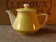 1950's Villeroy and Boch lemon yellow cafetiere or teapot