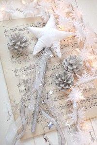 inspirationlane-com:    (via CHRISTMAS / winter…glittery white magic)