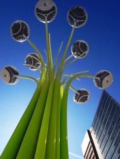 Solar Tree   The British designer Ross Lovegrove presented original project entitled Solar Tree, at the Clerkenwell Design Week 2012. This tech installation that resembles a tree, and a giant bouquet of flowers, which is charged on the day by its solar panels, and at night due to this energy it illuminates the LED lamps all around. The aim of the project is to make the urban environment more environmentally friendly.