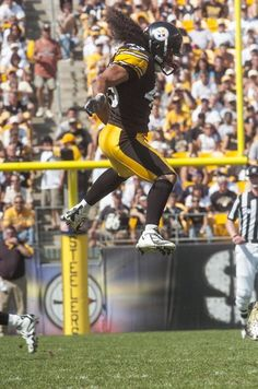 A collection of photos highlighting the career of safety Troy Polamalu. Pittsburgh Steelers Wallpaper, Pittsburgh Steelers Football, Pittsburgh Sports, Best Football Team, Pittsburgh City, College Football, Football Players, Dallas Cowboys, Pitsburgh Steelers