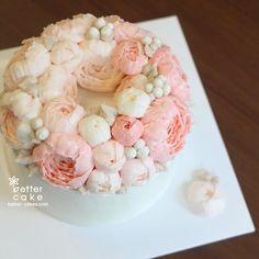 Done by student of Better class (베러 정규클래스/Regular class) www.better-cakes.com  #buttercream#bettercake#베이킹#baking#peony#like#버터크림케익#베러케이크#koreancake#flower#수제케익#sweet#플라워케이크#foodporn#birthday#wedding#디저트#foodie#dessert#버터크림플라워케이크#follow#food#koreanbuttercream#beautiful#flowerstagram#instacake#작약#꽃스타그램#베이킹클래스#instafood#