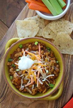 Buffalo Chicken and Bean Chili - make it ahead and serve with veggies and #Beanitos