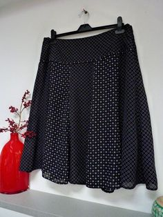 9efd36b4b Ladies Lovely Bm Black & White Mix Below Knee Lined Skirt Size 16/18