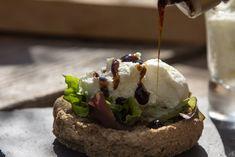 Ντάκος Μονεμβασίτη με Τσοπανίσιο Τυρί Panas & Κρέμα Balsamico Σύκο του Παπαδημητρίου – Καλαμάτα