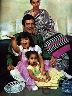 Rajesh Khanna with family Bollywood Couples, Bollywood Photos, Bollywood Stars, Indian Celebrities, Bollywood Celebrities, Bollywood Actress, Celebrity Stars, Celebrity Couples, Celebrity Photos