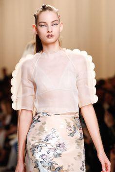 65 meilleures images du tableau Cacher Dévoiler   High fashion ... d83c0f853a8