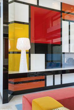 Une touche artistique? C'est possible grâce à la gamme de produits verriers Lacobel! Découvrez-les sur : www.glastetik.fr #Mondrian #Art #Déco