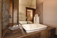 Badezimmer in der James Bond Suite James Bond, Bathtub, Bathroom, Design, Full Bath, Bathing, Standing Bath, Washroom, Bathtubs