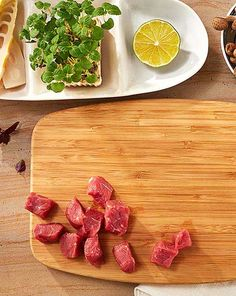 Jak se vaří v cizině: Kuchyňské pomůcky pro mezinárodní kuchyni Bamboo Cutting Board, Kitchen, Cooking, Kitchens, Cuisine, Cucina