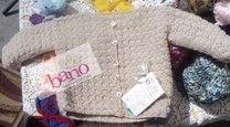 Saquito tejido de original diseño y trabajo de punto (Knit original design baby jacket)
