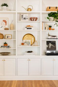 How to Style a Wall to Wall Bookcase Living Room Bookcase, Wall Bookshelves, Built In Bookcase, Bookcases, Wall Shelves, White Bookshelves, Bookshelf Styling, Bookshelf Design, Bookshelf Plans