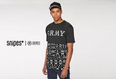 """Grimey, die Streetwear Brand aus Spanien, ist ganz neu bei uns und liefert direkt ab! Das GRMY Lettering T-Shirt kommt mit Grimey-Logodruck auf der Front und """"Lettering""""-Allover-Print auf der unteren Hälfte. Artikelnr.: 6038650, Größen: S-XXL, Preis: 33,99 Euro #snipes #snipesknows #streetwear #grimey"""