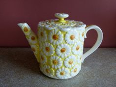 Lovely and quirky vintage Brinn's Yellow & White Daisy Teapot - model T-1093
